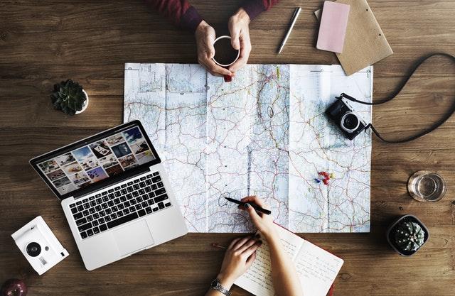 Путешествие и travel